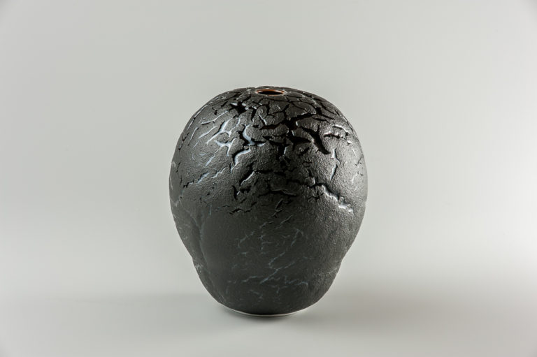 Boule noir de lave xavier duroselle porcelaines