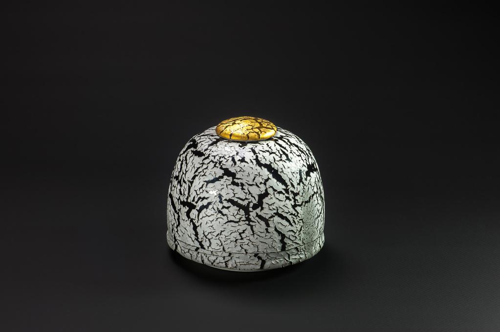 Urne blanche et or xavier duroselle porcelaines