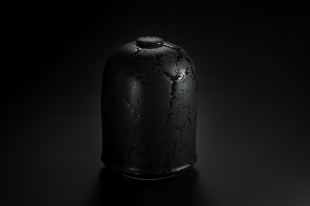 Urne noire xavier duroselle porcelaines